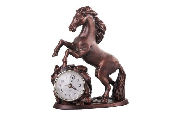 Часы настольные «Обгоняющий время»