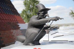 Слайд #3 | Статуя «Ведьма»