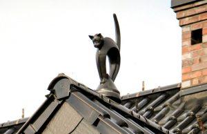 Слайд #2   Статуя «Кот в стойке»